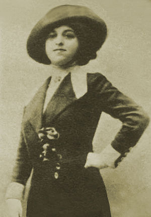 Edith Rosenbaum - Edith Rosenbaum in 1911, the year she began work as a fashion stylist.