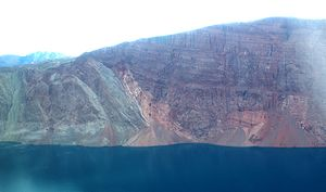 Ella Island - Southwestern side. Onlap of devonian sandstone (right) on folded cambrian to ordovician rocks (left).