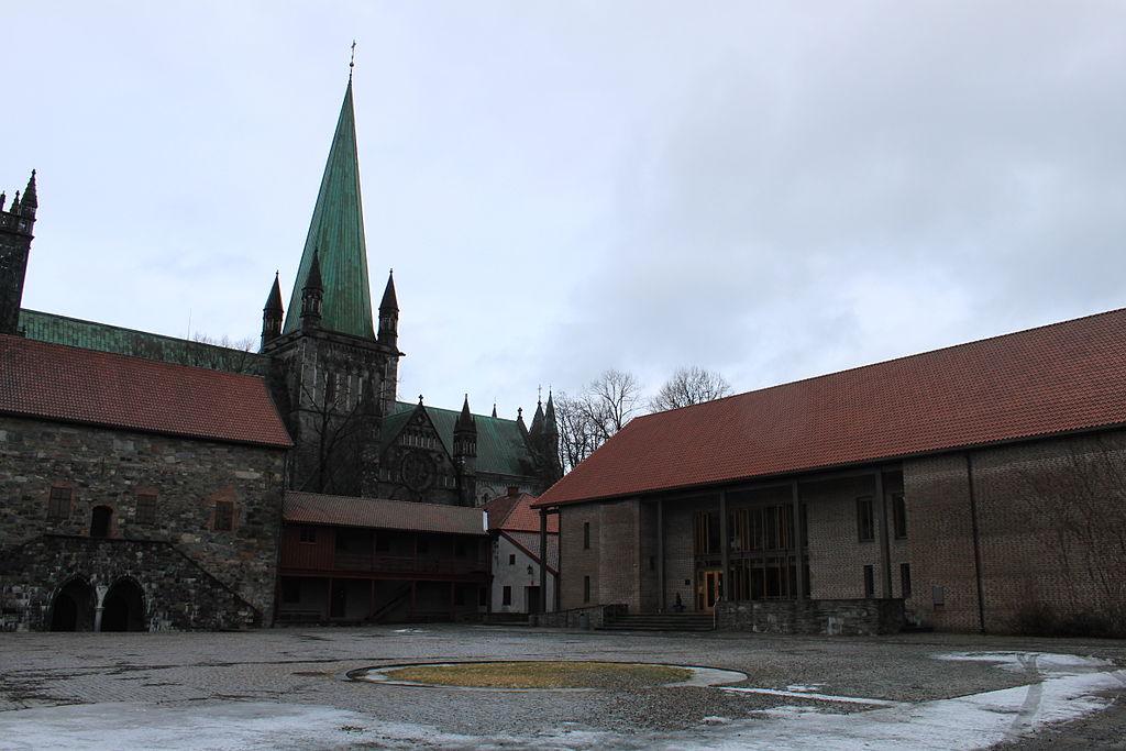 Erkebispegården og Nidarosdomen 2.jpg