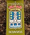 Escudo de Betanzos na praza de Alfonso IX.jpg