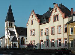 EvangelischeKircheKonzKarthausSchulhaus.jpg