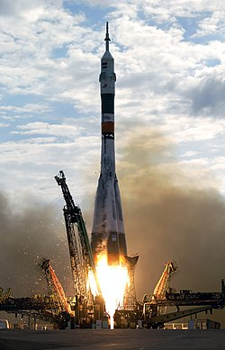 Expedition 7 Soyuz launch.jpg