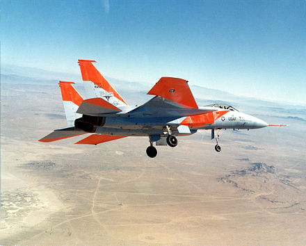 der erste prototyp der f 15a man beachte das ausgefahrene fahrwerk zur sicherheit