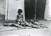 Famine in India; five emaciated children; a girl sitting and Wellcome L0002224.jpg