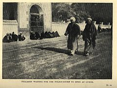 Fellahin waiting for the Police-Court to Open at Luxor. (1911) - TIMEA.jpg