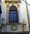 Finestra ingresso palazzo Grimani.jpg