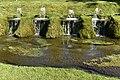 Fontaine s'écoulant dans le ruisseau (28836317961).jpg