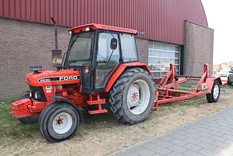 Ford 4630 in roter Lackierung