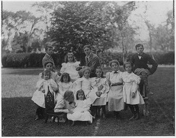 Franklin D. Rooseveltand cousins in Fairhaven, Massachusetts - NARA - 195346.jpg