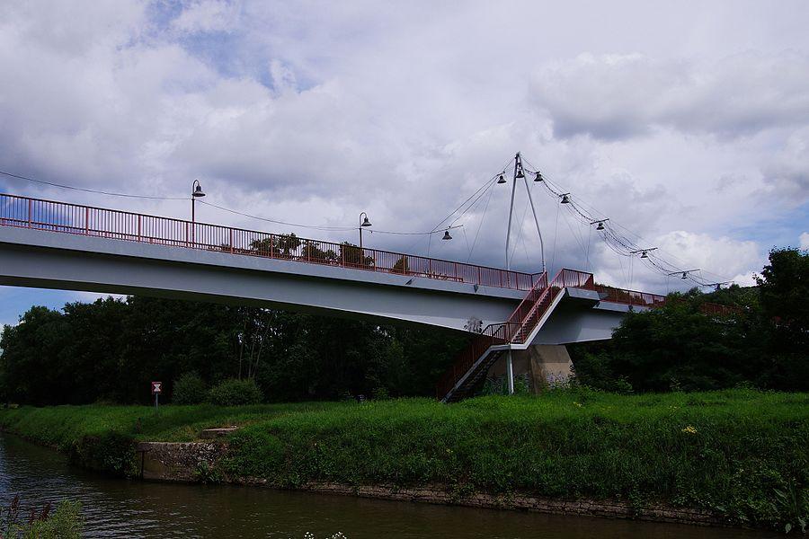 Brücke über die Saar und den Saarkanal, verbindet die Orte Kleinblittersdorf und Grosbliederstroff, Brückenbau von 1993.