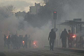 Smoke grenade - Smoke grenades used at demonstrations in Paris, 2008