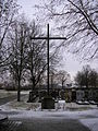 Gedenkkreuz auf dem Friedhof..jpg