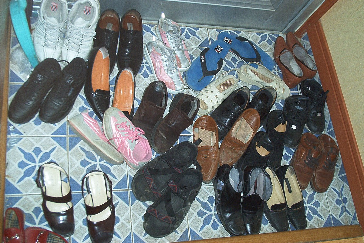 tradition of removing shoes in home