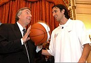Ginóbili met then-President of Argentina Néstor Kirchner following the 2003 NBA Finals.