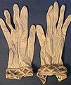 Glove, women's (AM 538435-1).jpg