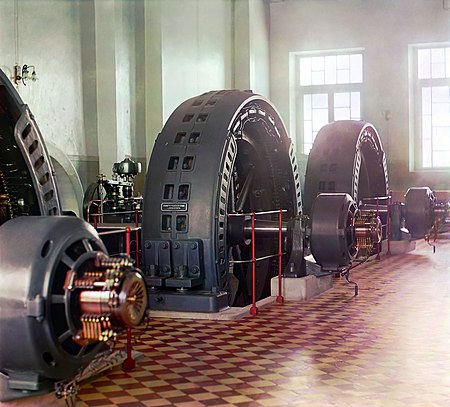 Early 20th-century alternator made in Budapest, Hungary, in the power generating hall of a hydroelectric station (photograph by Prokudin-Gorsky, 1905-1915). Gorskii 04414u.jpg