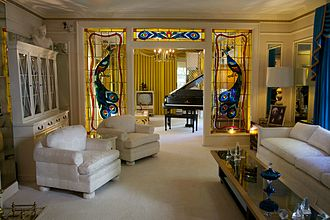 Graceland - Graceland living room