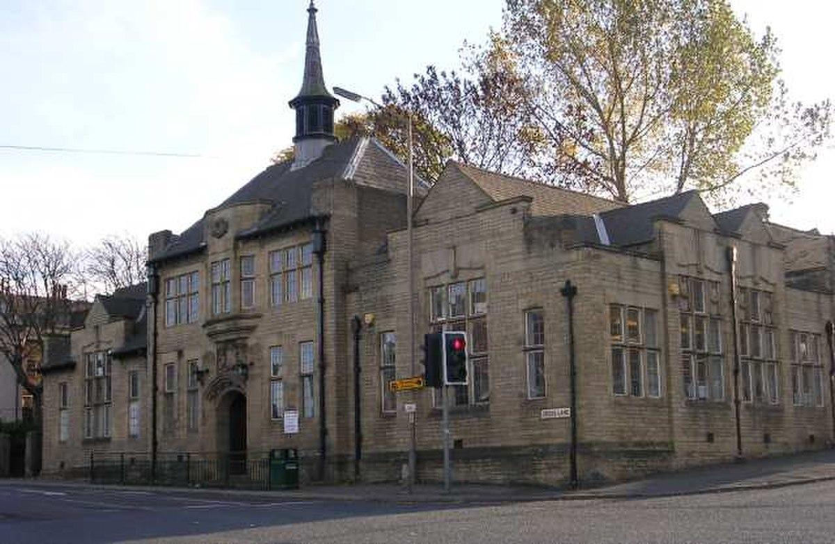 Great Horton Library - Cross Lane - geograph.org.uk - 603477.jpg
