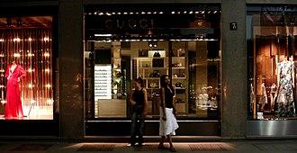 Via Monte Napoleone - Image: Gucci Shop, Via Montenapoleone, Milan