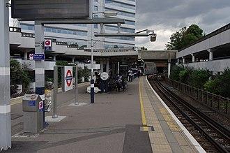 Gunnersbury station - Image: Gunnersbury station MMB 03