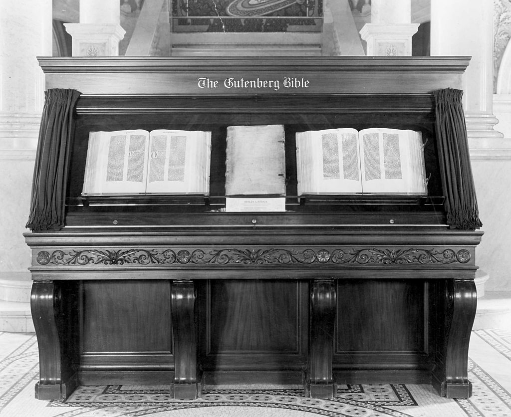 Gutenberg Bible, Library of Congress, 1944.jpg