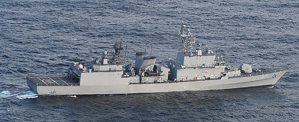 Gwanggaeto the Great class destroyer (taken by JMSDF P-1).jpg