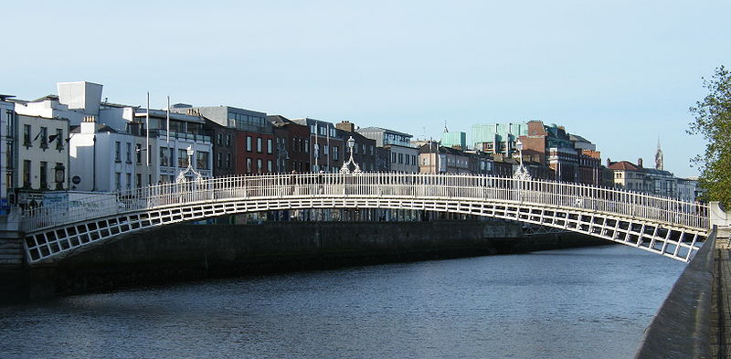 File:Ha'penny Bridge over River Liffey.jpg