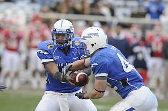 2009 Armed Forces Bowl - Jared Tew takes a handoff from Tim Jefferson