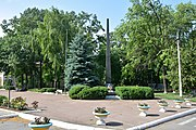 Holovanivsk Centre (Lenina str.) Monument of WW2 Warriors - Fellow Villagers 01 (YDS 0617).jpg