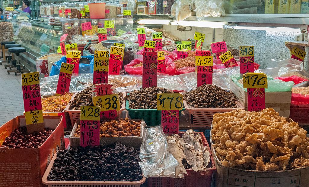 https://upload.wikimedia.org/wikipedia/commons/thumb/7/74/Hong_Kong_Street_Food.jpg/1024px-Hong_Kong_Street_Food.jpg
