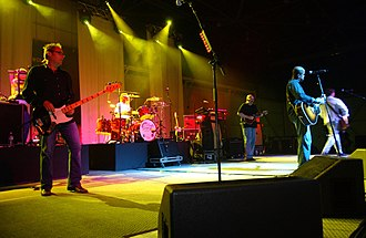 Hootie & the Blowfish - Hootie and the Blowfish with Peter Holsapple (center, playing mandolin) in 2004