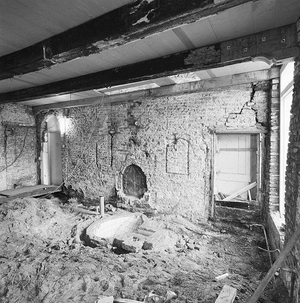 File interieur begane grond bouwsporen oudste gevel for Interieur hasselt