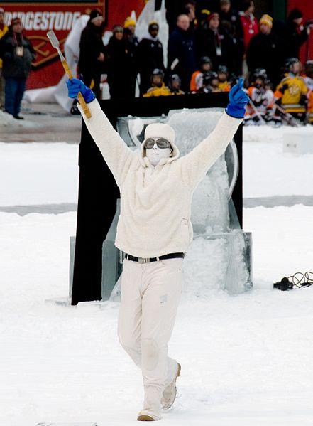 File:Ice Carving Ninja (4241334831).jpg