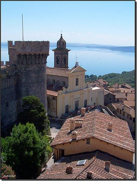 File:Il castello, la Chiesa e il lago - 3 - panoramio.jpg