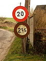 Inval-Boiron-FR-80-panneaux routiers-1.jpg