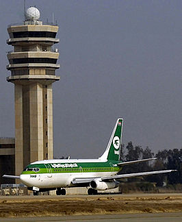 Een Iraqi Airways Boeing 737-200 op Bagdad International Airport