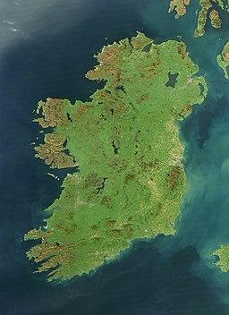 Satellitbild av Irland, Atlanterhavet i vest, det Keltiske hav i syd og den Irlandske sø i øst.