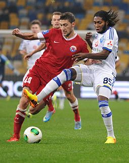 Mbokani (right) playing for Dynamo Kyiv in 2014 Ivan Ordets.jpg