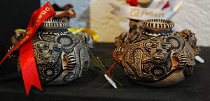 Handcrafts and folk art in Chiapas - Pottery jars painted with jaguar motifs
