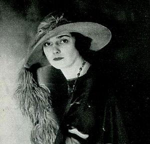 Julia Hoyt - Hoyt, in a 1920 portrait by E. O. Hoppé, as published in a 1922 issue of Tattler magazine