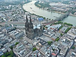Kölner Dom002 (Flight over Cologne).jpg