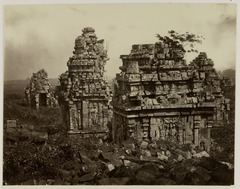 KITLV 28237 - Isidore van Kinsbergen - Small temples around the great temple of the Tjandi Prambanan near Jogjakarta - 1865-07-1865-09.tif