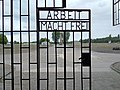 Kaphle Arbeit macht frei KZ Sachsenhausen.jpg
