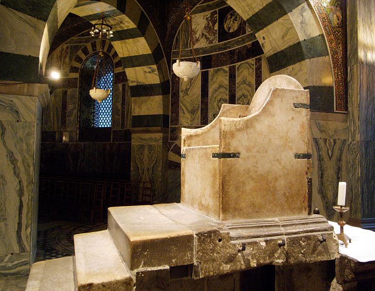 Datei:Karlsthron im Aachener Dom (5684752639).jpg