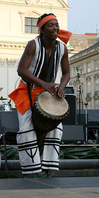 A musician from South Africa Ke-Nako Music-Performance Vienna2008c.jpg