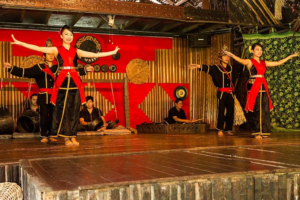 KgKuaiKandazon Sabah Monsopiad-Cultural-Village-DansePerformance-01