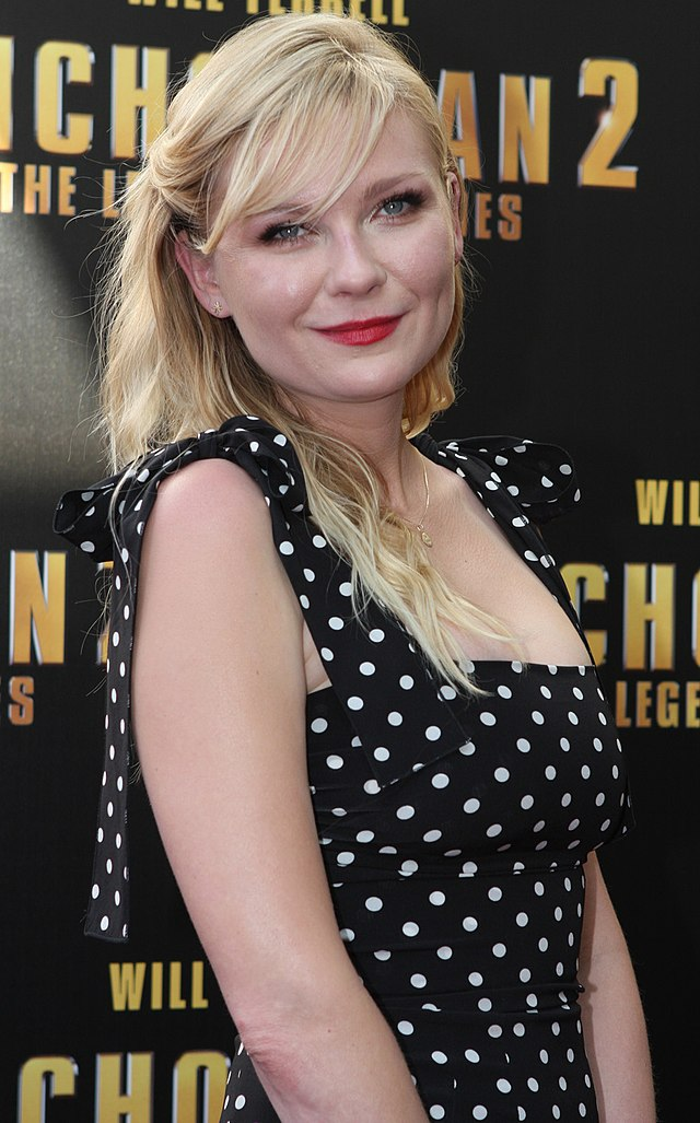The 35-year old daughter of father Klaus Dunst and mother Inez Rupprecht, 170 cm tall Kirsten Dunst in 2017 photo
