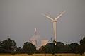 Kohlekraftwerk und Windkraftanlage.jpg