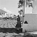 Koningin Juliana bij het monument op Fort Oranje in Oranjestad op Sint Eustatius, Bestanddeelnr 252-4034.jpg