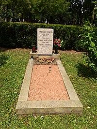 Kroměříž, hřbitov, hrob J. Spáčila.JPG